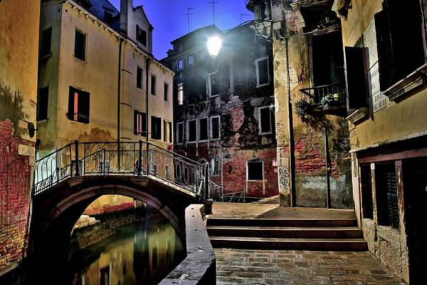 Wall Art - Photograph - Venice Back Alley by Frozen in Time Fine Art Photography