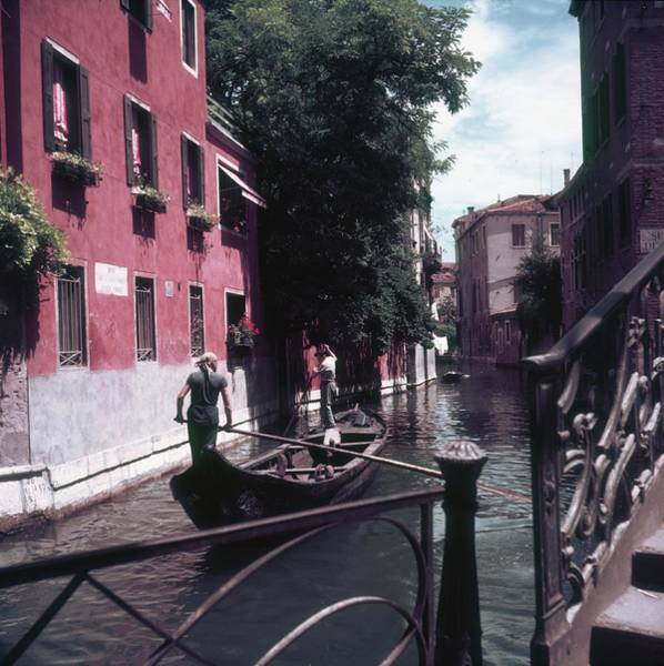Two People Photograph - Venice Gondoliers by Slim Aarons