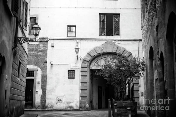 Photograph - Via Lambertesca In Florence by John Rizzuto