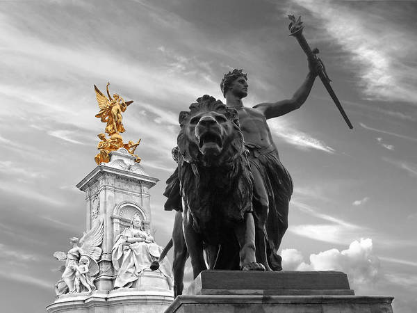 Photograph - Victoria Memorial Buckingham Palace by Gill Billington