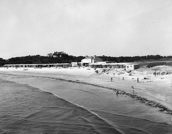 Newport Wall Art - Photograph - View Of Baileys Beach Club And Beach by Bert Morgan
