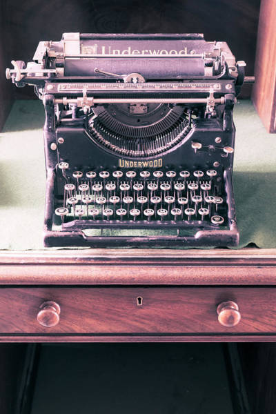 Wall Art - Photograph - Vintage Underwood Typewriter by Richard Nixon