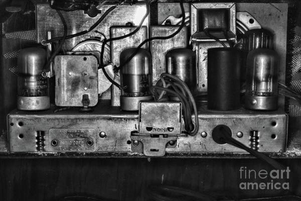 Wall Art - Photograph - Vintage Zenith Radio Look At Those Tubes Black And White by Paul Ward