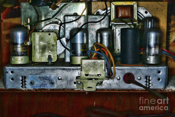 Wall Art - Photograph - Vintage Zenith Radio Look At Those Tubes by Paul Ward