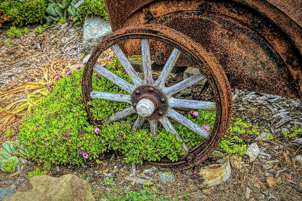 Photograph - Wagon Wheel 9 Iron Inn Cambria by Floyd Snyder