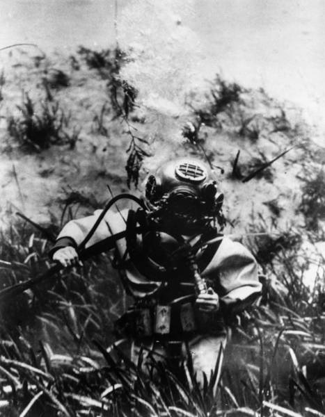 Usa Navy Photograph - Walking On Seabed by Keystone
