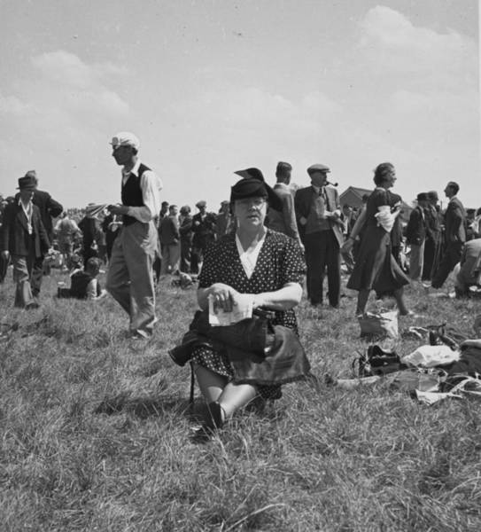 Epsom Derby Photograph - Wartime Derby by Bert Hardy