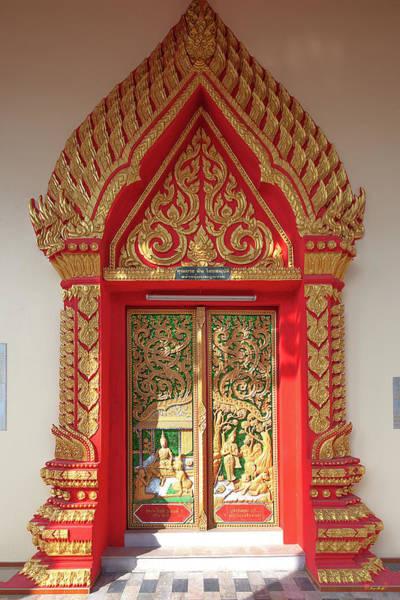 Photograph - Wat Liab Ubosot Center Door Dthu349 by Gerry Gantt