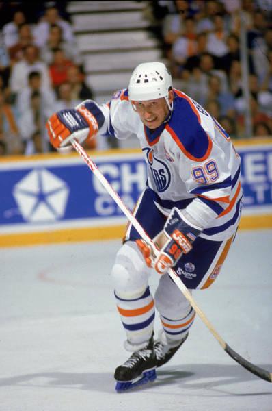 Hockey Photograph - Wayne Gretzky In Action by B Bennett
