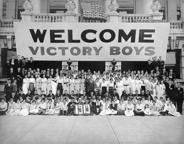 Wall Art - Photograph - Welcome Victory Boys - Ww1 Welcome Home - 1919 by War Is Hell Store