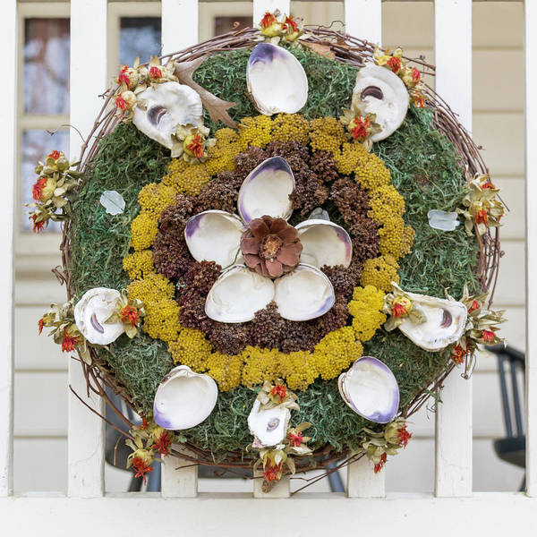 Wall Art - Photograph - Williamsburg Wreath 98 by Teresa Mucha