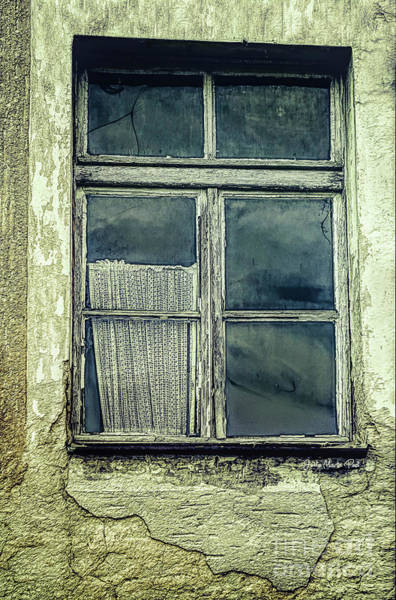 Photograph - Window To An Empty Room by Jutta Maria Pusl
