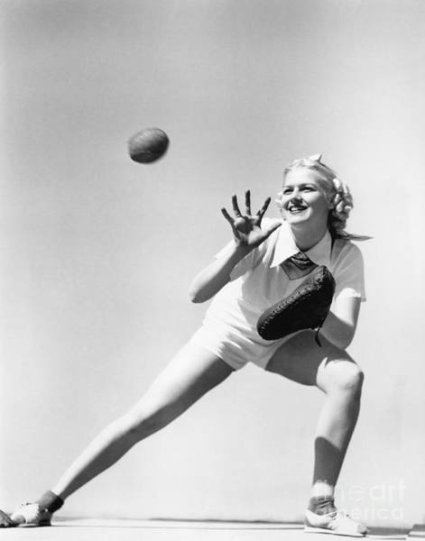 Wall Art - Photograph - Woman Catching A Baseball by Everett Collection