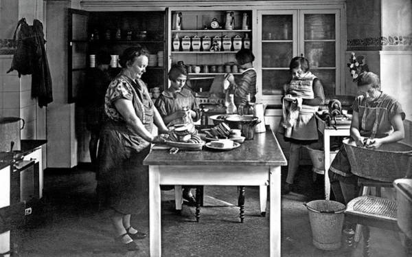 Wall Art - Photograph - Women And Girls Working In The Kitchen 1950s Schulheim Zinnwald Germany by imageBROKER - our-planetberlin