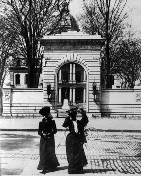New Hampshire Photograph - Women Outside The Concord State Capitol by Keystone