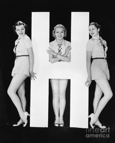 Wall Art - Photograph - Women Posing With Huge Letter H by Everett Collection