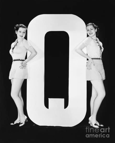 Two Friends Wall Art - Photograph - Women Posing With Huge Letter Q by Everett Collection