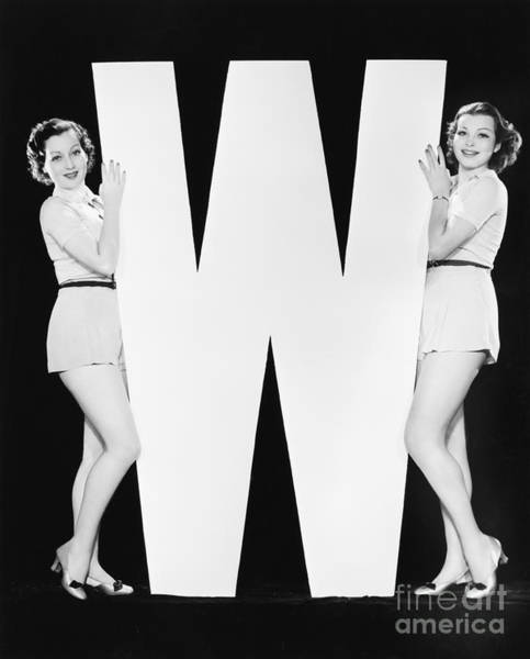 Wall Art - Photograph - Women Posing With Huge Letter W by Everett Collection