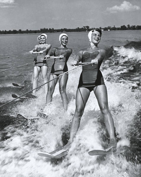 Smiling Photograph - Women Waterskiers In Line B&w by Hulton Archive