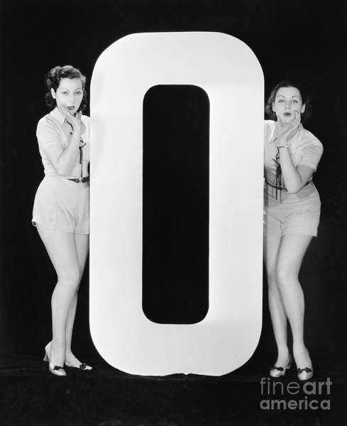 Wall Art - Photograph - Women With Huge Letter O by Everett Collection