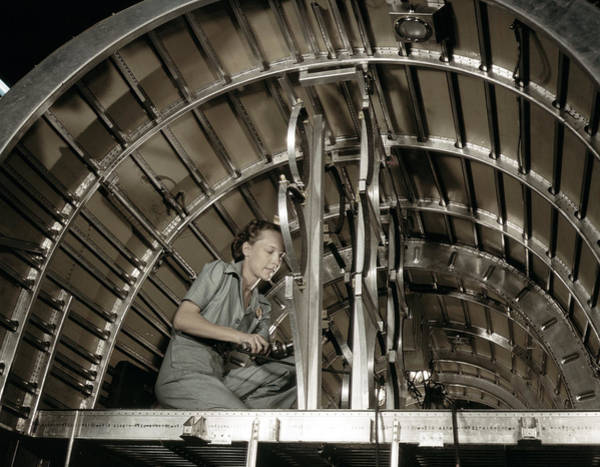 Wall Art - Photograph - Wwii Airplane Mechanic, 1942 by Granger