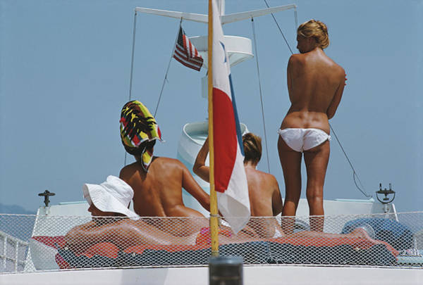 Color Image Photograph - Yacht Holiday by Slim Aarons