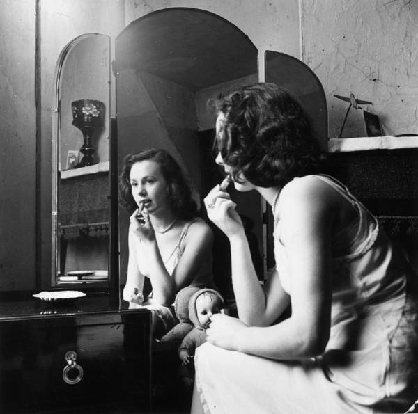 Photograph - Young And Hopeful by Bert Hardy