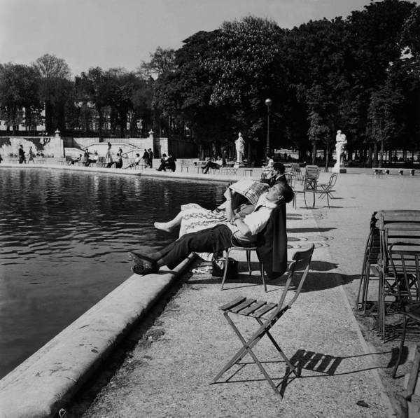 Jardin Des Tuileries Photograph - Young Couple Standing In The Sun At by Keystone-france