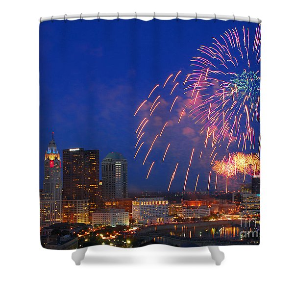 D21l-10 Red White And Boom Fireworks Display In Columbus Ohio Shower Curtain