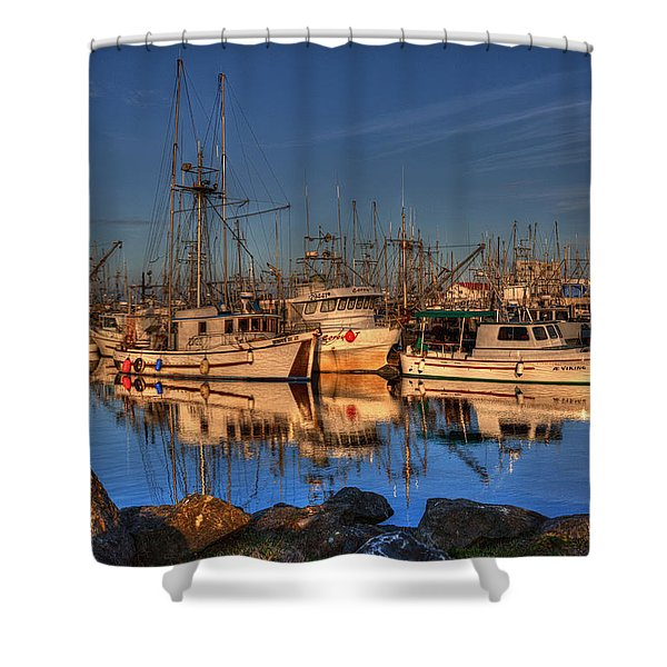 Shower Curtain featuring the photograph Autumn Light by Randy Hall