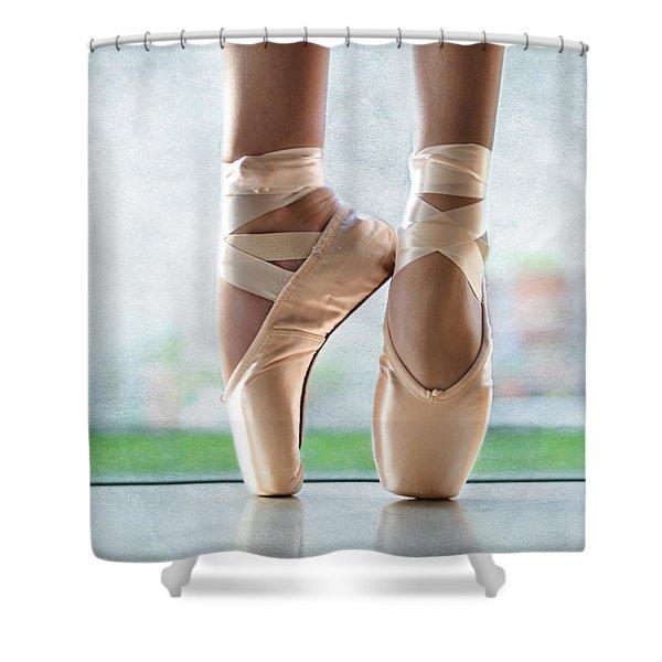 Ballet En Pointe Shower Curtain