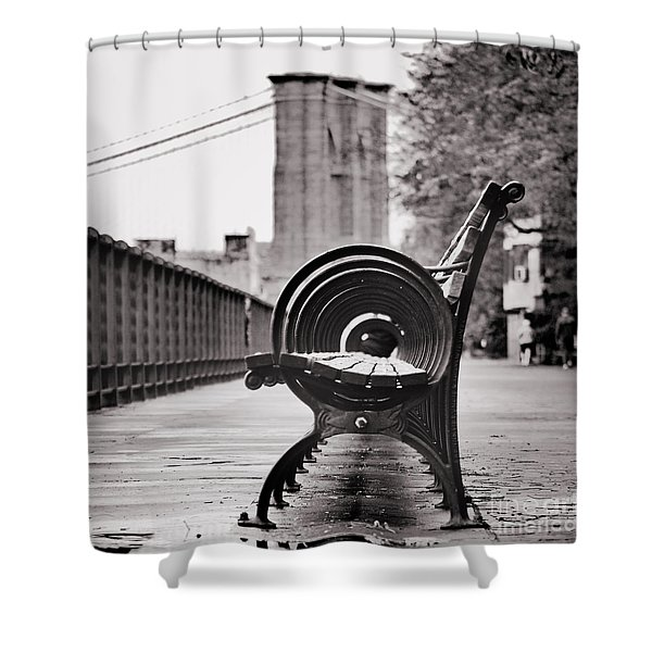 Bench's Circles And Brooklyn Bridge - Brooklyn Heights Promenade - New York City Shower Curtain