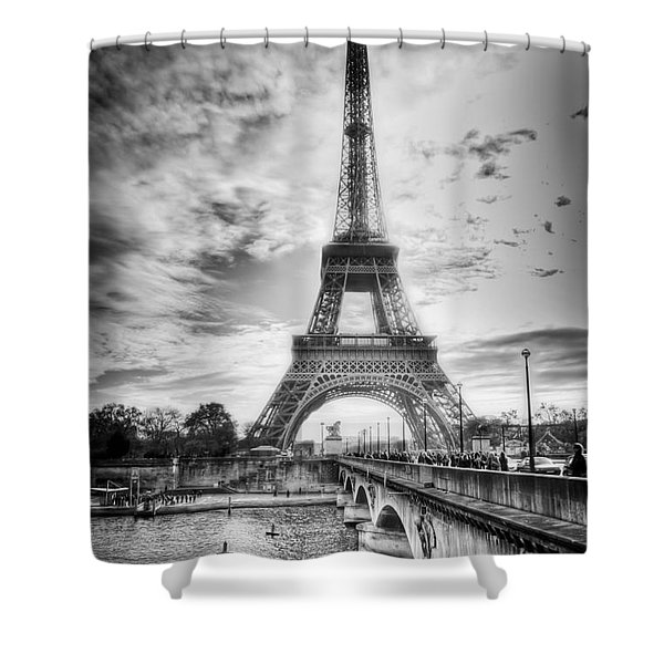 Shower Curtain featuring the photograph Bridge To The Eiffel Tower by John Wadleigh