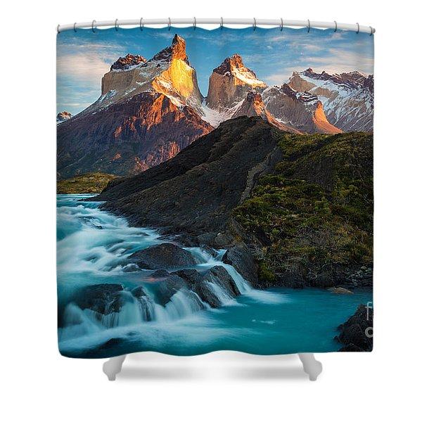Los Cuernos Majesty Shower Curtain