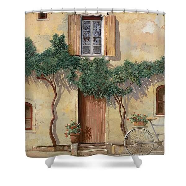 Mezza Bicicletta Sul Muro Shower Curtain