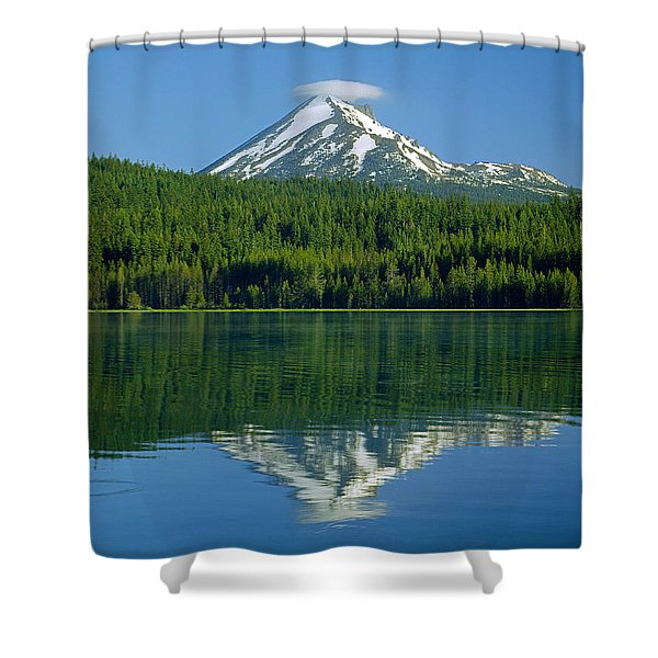 1m5705-h-mt. Mcloughlin From Lake Of The Woods Shower Curtain