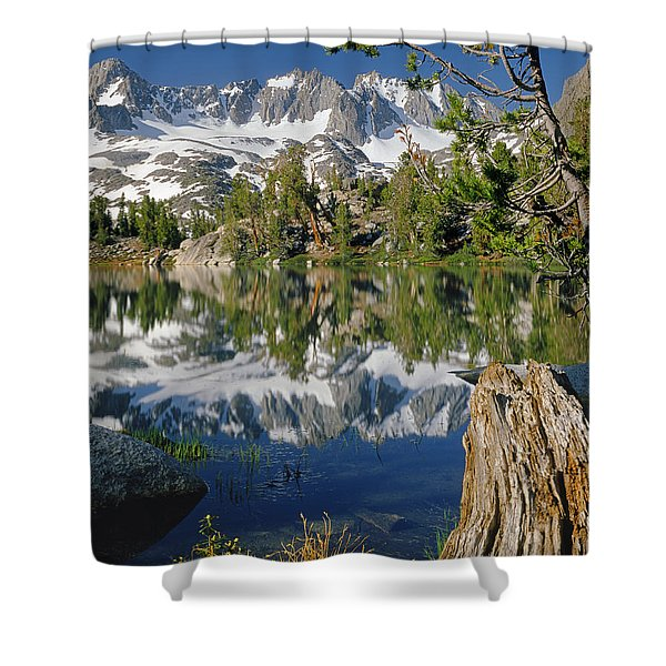 2m6443-v-palisade Peaks And Summit Lake V Shower Curtain