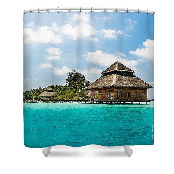 Rannaalhi Shower Curtain