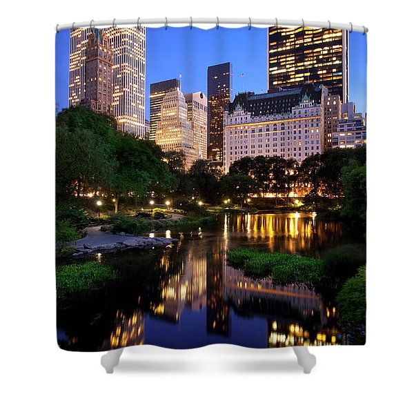Shower Curtain featuring the photograph Twilight Nyc by Brian Jannsen