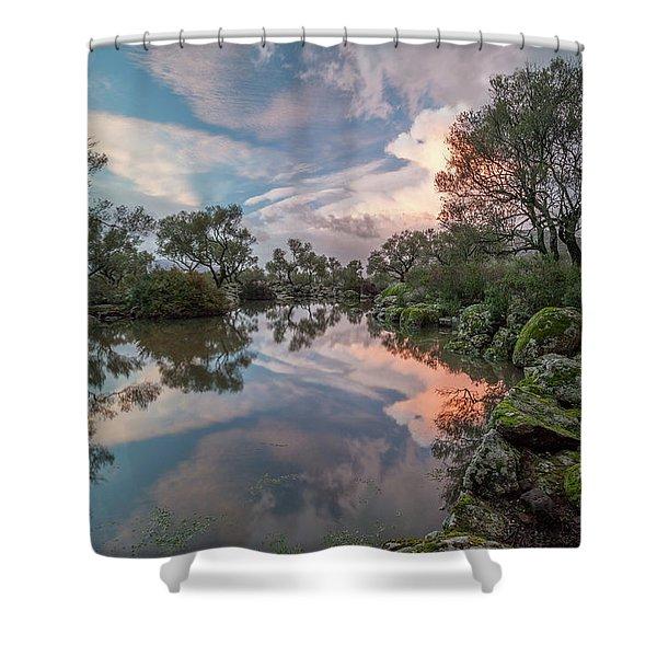 As Piscinas Shower Curtain