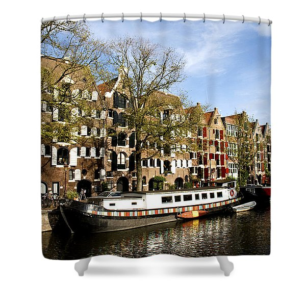 Shower Curtain featuring the photograph Prinsengracht by Fabrizio Troiani