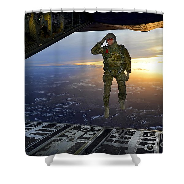 A U.s. Soldier Salutes His Fellow Shower Curtain