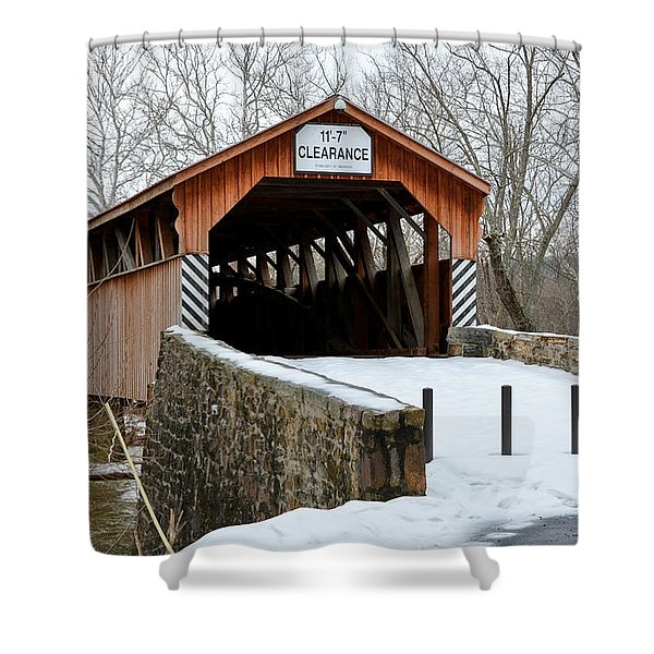 Academia Covered Brigde Shower Curtain