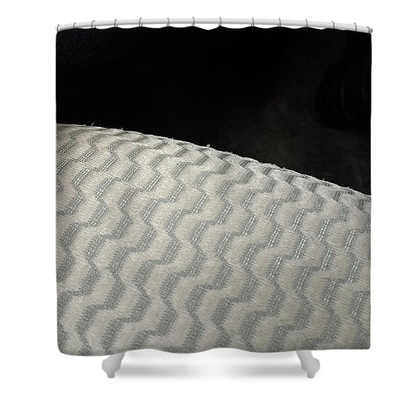 B/w 01 Shower Curtain