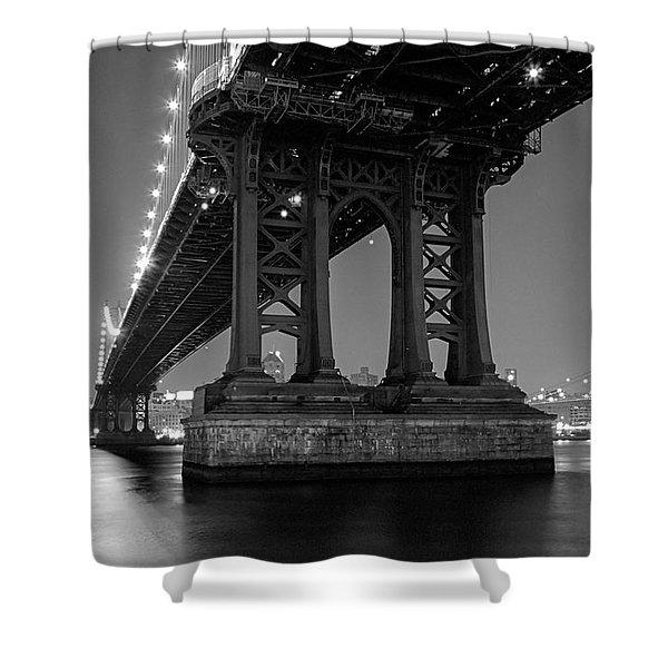 Black And White - Manhattan Bridge At Night Shower Curtain