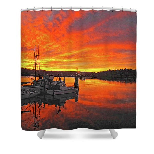 Boardwalk Brilliance With Fish Ring Shower Curtain