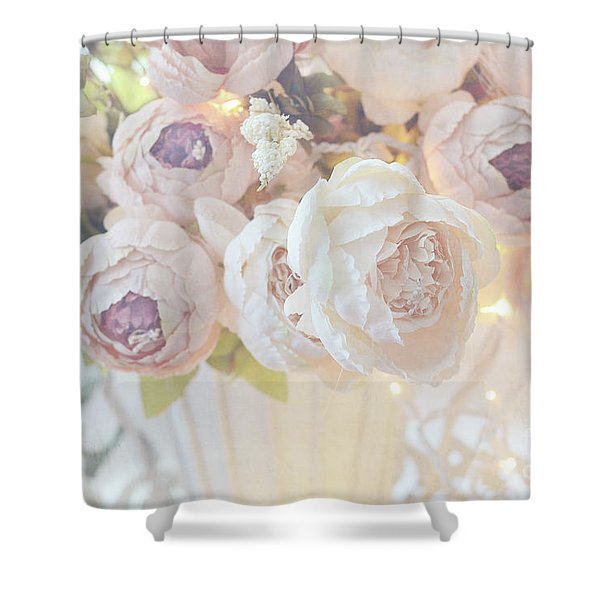 Christmas Holiday Peony Floral Print Home Decor - White Dreamy Pastel Peonies Christmas Lights Shower Curtain