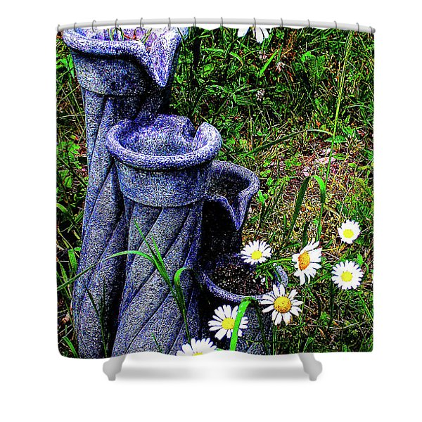 Daisy Fountain Shower Curtain