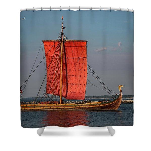 Draken Harald Harfagre Shower Curtain