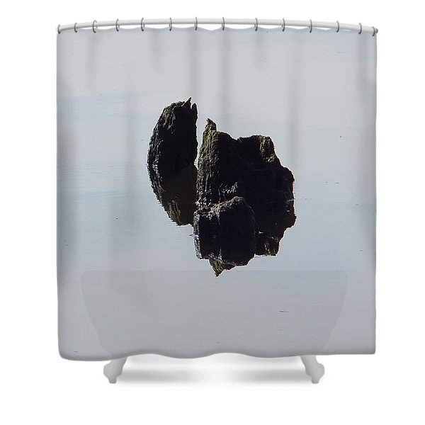 Ile Scindee Shower Curtain